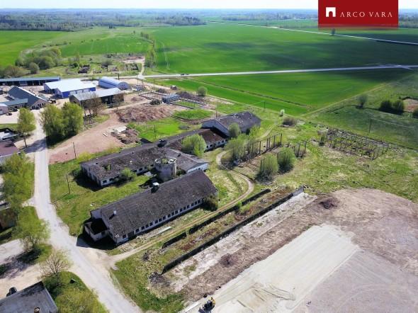 Müüa maa Farmi tee, Viiratsi alevik, Viljandi vald, Viljandi maakond